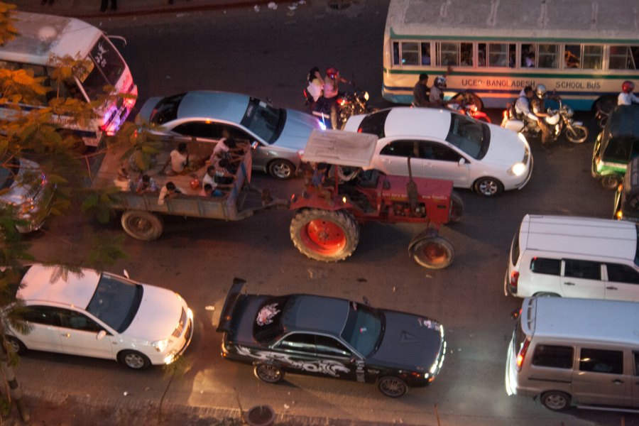 Tractor and Sports car on Mirpur Road!