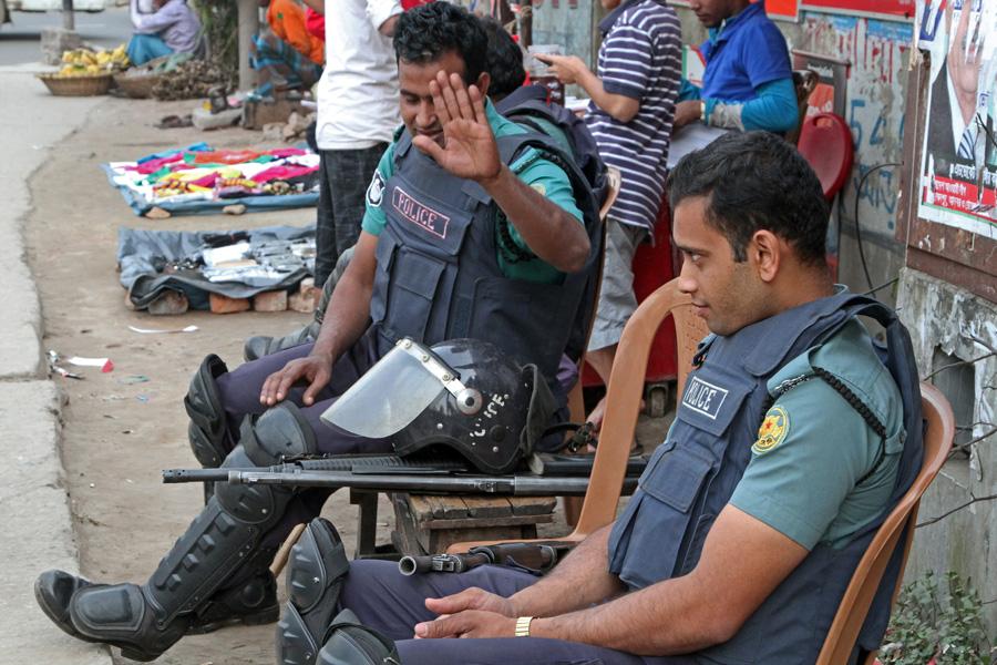marlandphotos-blog-police-gun-barrel-safety-street-photography