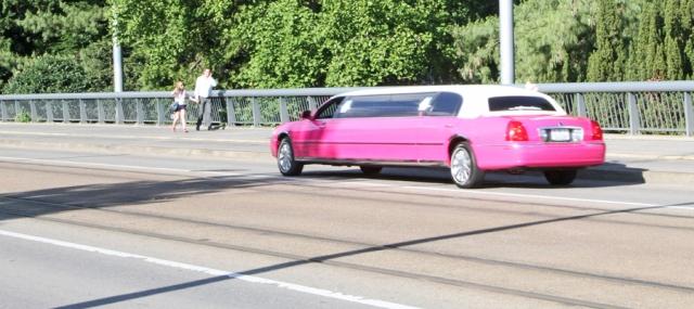 marlandphotos-blog-streetphotography-pink-limo-basel