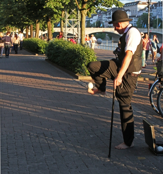marlandphotos-juggler-basel-Switzerland-streetphotography