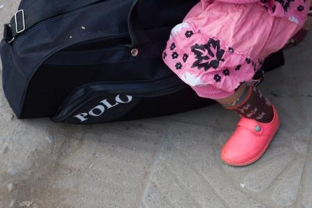 marlandphotos-blog-travel-bus-waiting-pinkshoes-streetphotography
