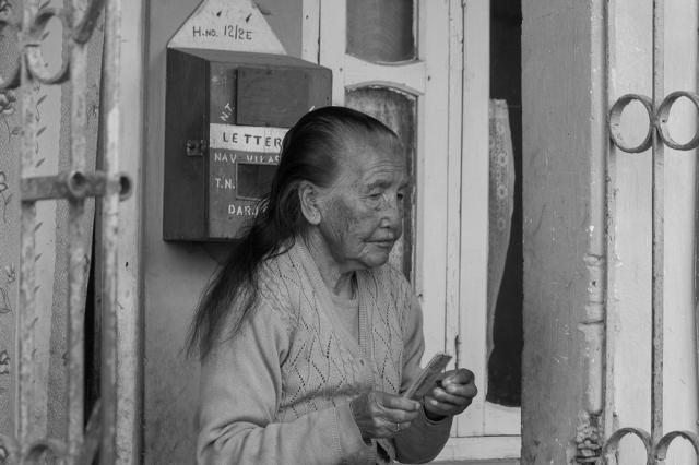 marlandphotos-blog-photography-B&W-Lady-Darjeeling